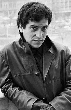 WEBGUERRILLERO: A 41 años de la muerte de Víctor Jara: 110 fotos suyas que quizá no conoces Victor Jara, Blue Soul, Virginia Woolf, Political Issues, Rock Music, Mammals, Che Guevara, Sketches, History