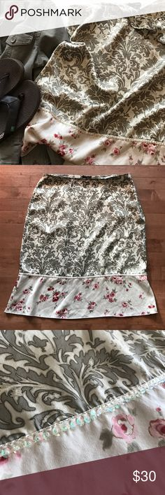 """Beautiful silk Kenzie floral skirt Gorgeous silk Kenzie skirt is perfect for spring! Creamy background with olives and pinks and sequined accent. Size 12 measures 34"""" at the waist and 25"""" in length. kenzie Skirts A-Line or Full"""