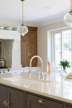 Luxury Bespoke Kitchen, Hadley Wood | Humphrey Munson #luxury #kitchen #bespoke…