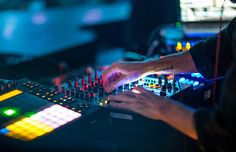 How To DJ Mix Electronic Music
