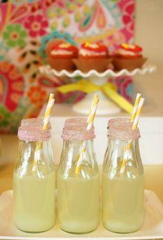 Sommer zucker erdbeere party Deko bunt gartenideen tischdeko frisch limonade