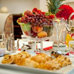 Delicious champagne breakfast at The Milestone in London. It can be served to you in bed if you prefer! Air Bed And Breakfast, Breakfast Ideas, Champagne Breakfast, Birthday Morning, Great Recipes, Favorite Recipes, Elegant Table Settings, Brunch Recipes, Brunch Ideas