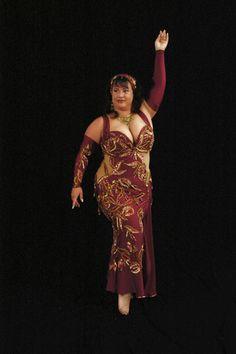 8a3bd85d271c 30 Best Plus Size / Curvy Beautiful Belly Dance Costuming Ideas ...