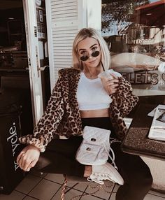 The cold is coming and you gotta keep warm! Here are dressy to casual outfit ideas for Winter. Style Outfits, Mode Outfits, Trendy Outfits, Fashion Outfits, Fashion Trends, Fashion Hair, Style Fashion, Fashion Coat, High Fashion