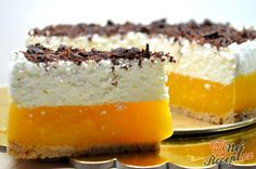 Nepečené sladké dobroty jsou nejlepší. Výborný meruňkový dort, který je famózní. Sušenkový základ, vrstva meruněk a jogurtová nádivka. Ozdobený strouhanou tmavou čokoládou. Mňamka! Autor: Lacusin Cafe Menu, Mini Cheesecakes, Tiramisu, Ham, Sweet Tooth, Deserts, Food And Drink, Pudding, Ethnic Recipes