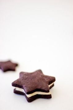 Schokoladen-Sterne mit Vanille-Buttercrème - küchenkränzchen