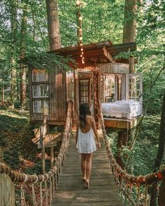 You Can Relive Part Of Your Childhood At Atlanta's Treehouse Airbnb - Narcity Beautiful Tree Houses, Cool Tree Houses, Nature Living, Georgia Homes, Atlanta Georgia, Georgia Usa, Georgia United, Tree House Designs, Play Houses