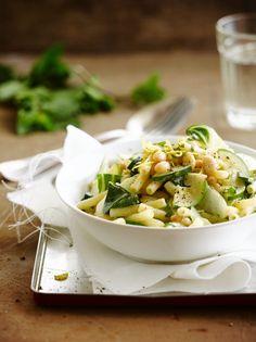 Pasta met zomerboontjes http://njam.tv/recepten/pasta-met-zomerboontjes