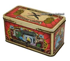 """Vintage blik """"Zwaluw"""" lucifers  Groot luciferblik van het merk Zwaluw met scharnierdeksel. Heeft verwerings- en enkele lichte roestplekjes hetgeen zeker bijdraagt aan het bijzondere Brocante karakter van dit blik.  Leuke rijmpjes op voorkant, achterkant en zijkanten. zie: http://www.retro-en-design.nl/a-42335522/blikken/vintage-blik-zwaluw-lucifers/"""