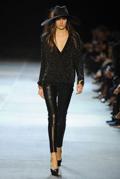 all black& leather - Saint Laurent - Runway. All Black Fashion, 70s Fashion, Fashion News, High Fashion, Fashion Looks, Fashion Outfits, Womens Fashion, Paris Fashion, Perfect Fall Outfit