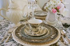 Aiken House & Gardens: Black and White Toile Tablescape