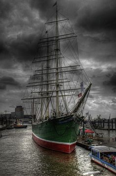 #Hafen #Elbe #RickmerRickmers #Hamburg #EuropaPassage #EuropaPassageHamburg…