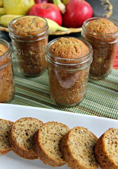 Mason Jar Banana Bread Is An Answer To My Prayers. I Can't Believe How Good This Is. This mason jar banana bread is so tasty convenient to make. With just a few ingredients you will have a warm homemade breakfast or snack. Mason Jar Desserts, Mason Jar Meals, Meals In A Jar, Mason Jars, Mason Jar Recipes, Pot Mason, Mason Jar Gifts, Canning Jars, Mason Jar Lunch