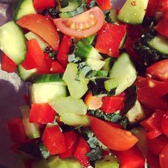 This crunchy salsa salad is so simple to make and tastes delicious. Here we have a mixture of chopped cucumber, kale, red capsicum, cherry tomatoes and celery. Drizzle with apple cider vinegar and olive oil for a tangy dressing. www.foodmatters.tv