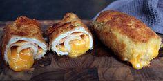 Lækre cordon bleu, som er kylling med en kerne af skinke og smeltet ost.