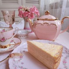 Discovered by ‍princess Rose. Find images and videos about pink, food and flowers on We Heart It - the app to get lost in what you love. Princess Aesthetic, Poster Design, Pink Princess, Princess Palace, Vintage Princess, Everything Pink, Aesthetic Food, Cute Food, High Tea