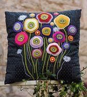 Ideas For Patchwork Cushion Cover Pattern Ideas Felt Cushion, Felt Pillow, Patchwork Cushion, Applique Cushions, Wool Applique Patterns, Felt Applique, Bed Cushions, Felt Patterns, Felted Wool Crafts