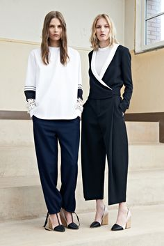 Chloé Resort 2014 Fashion Show - Caroline Brasch Nielsen and Marique Schimmel Fashion Week, Fashion Show, Fashion Design, Fashion Styles, Runway Fashion, Looks Style, My Style, Street Style, White Outfits