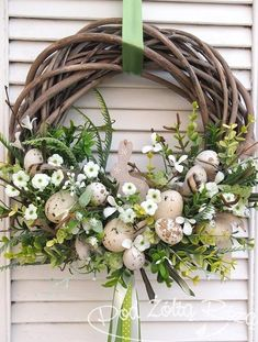 Add modern farmhouse style to your fall front door with a homemade cotton wreath. Made from a simple grapevine form and store-bought cotton bolls, the natural wreath is both affordable and easy to assemble. Easter Flower Arrangements, Easter Flowers, Floral Arrangements, Easter Wreaths, Summer Wreath, Diy Wreath, Spring Crafts, Easter Crafts, Christmas Decorations