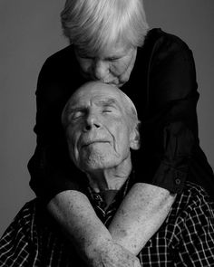 Contentment of everlasting love. 10 Photos That Will Have You Believing In Everlasting Love Old Love, Real Love, Love Is All, Forever Love, Always And Forever, Vieux Couples, Older Couples, Growing Old Together, Everlasting Love