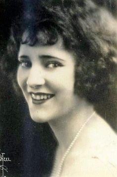 Edith Roberts. 35. Septicemia tras parto