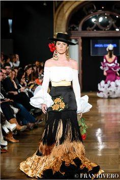 moda flamenca Spanish Dress Flamenco, Flamenco Dancers, Flamenco Dresses, Spain Fashion, Western Outfits, Fashion History, Ruffles, Fashion Dresses, Style Inspiration