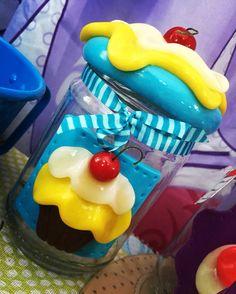 """Pote Cupcake 17,00...""""TRICOTANDO COM A VOVÓ """"..... Mudou a vitrineeeee.....Zona Norte-Rua Parapuã,1936 SP #amomeutrabalho..."""