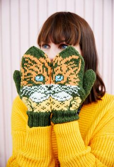 Crochet Mittens, Knitted Gloves, Knitting Socks, Knit Crochet, Knit Socks, Cat Crafts, Kids And Parenting, Cross Stitch, Ideas