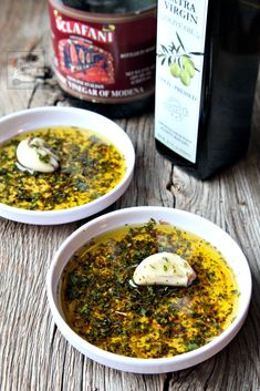 sauce with Italian herbs and balsamic vinegar perfect for dippi. Restaurant-style sauce with Italian herbs and balsamic vinegar perfect for dippi. Appetizer Dips, Appetizer Recipes, Olive Oil Dip, Bread Dipping Oil, Sauces, Italian Bread, Kraut, Italian Recipes, Chutney
