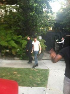 Zayn outside the hotel