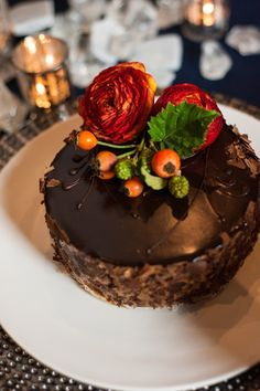 Red and chocolate wedding cake idea; photo: YouAreRaven
