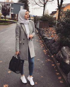 Grey coat with hijab-Fashionista winter hijab fashion – Just Trendy Girls
