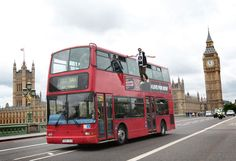 Magician Dynamo levitates beside a London double decker bus in a Pepsi Max PR stunt Guerilla Marketing, Viral Marketing, London Bus, Pepsi, Dynamo Magician, Magic Illusions, The Illusionist, Westminster Bridge, Double Decker Bus