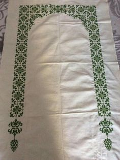 Prayer Rug, Diy And Crafts, Cross Stitch, Rugs, Sewing, Knitting, Table Toppers, Blinds, Punto De Cruz