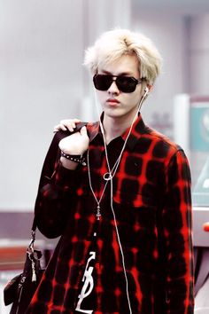 Find images and videos about exo, exo-m and kris on We Heart It - the app to get lost in what you love. Kris Wu, 2ne1, Tao, Got7, 5 Years With Exo, Akdong Musician, Chanyeol Baekhyun, Culture Pop, Wu Yi Fan