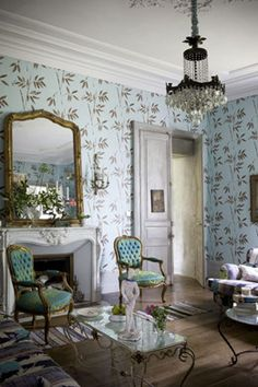 Beautiful wall paper and french decadence!