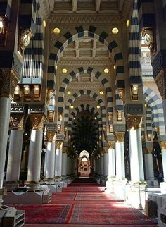El Madina el Monawara Mosque from interior KSA Masjid Al Nabawi, Masjid Al Haram, Islamic Architecture, Art And Architecture, Islamic Websites, Mecca Madinah, Medina Mosque, Les Religions, Beautiful Mosques