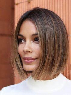 This Is The Fashion-Girl Haircut Of 2019 Nathalie Kelley Hair styles Wavy Bob Hairstyles, Blunt Bob Haircuts, Oval Face Haircuts, Girl Hairstyles, Nathalie Kelley, Trending Hairstyles, Textured Hair, Hair Type, Short Hair Cuts