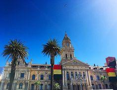 Die City Hall von Kapstadt liegt am Grand Parade Platz und gleich neben dem Castle of Hope  Von dem Balkon der City Hall aus hielt Nelson Mandela 1990 die erste Rede nach seiner Freilassung aus dem Gefängnis! Heute befindet sich in dem Gebäude die Stadtbücherei ☺ Ganz in der Nähe liegt auch noch das District 6 Museum und die Slavery Lodge, die ich gestern auch noch besucht habe. Es hat so gut getan, endlich noch einmal etwas zu unternehmen und ich bin so froh, dass es jetzt langsam bergauf…