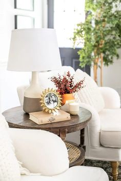 8 favorite fall decor items for creating a capsule wardrobe in your home that will stretch your dollar and create endless decor combinations. Fall Living Room, Living Room Decor, Decorating On A Budget, Porch Decorating, Stripping Furniture, Affordable Home Decor, Concrete Countertops, Weathered Wood, Fall Diy