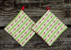 Christmas Rose Pot Holder Set of 2 by marylandquilter on Etsy, $15.00