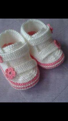 Crochet ideas that you'll love Booties Crochet, Crochet Baby Boots Pattern, Baby Booties Free Pattern, Baby Cardigan Knitting Pattern, Knitting Stiches, Crochet Baby Shoes, Crochet Baby Booties, Baby Knitting Patterns, Baby Patterns