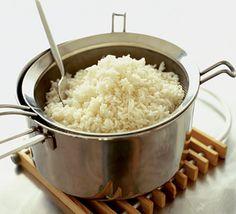 Descubre como hacer arroz perfecto, blanco, rojo, como quieras, pero esponjado, delicioso y sin batirlo. Cuando tu mamá lo pruebe, quedará fascinada, así que no esperes más.