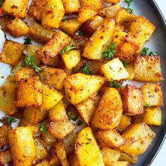 Easy Potato Recipes, Chicken Recipes, Breakfast Bake, Breakfast Recipes, Crispy Breakfast Potatoes, Quick Easy Dinner, Potato Side Dishes, One Pot Meals, Stuffed Peppers