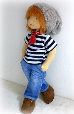 Waldorf Puppe ist bereit zu gehen. Diese Puppe bestehen ausschließlich aus natürlichen Materialien.   Puppe ist 20 -Körper gefüllt mit 100 % Bio-Schurwolle und hat gerade Glieder, Puppe haben flexible Arme und Beine. Die Puppe hat ein Gesicht, Körper und Beine mit Nadelfilz-Technik, Hintern, Ohren, Ellbogen Bauch Botton und Knie -Haut orange hochwertige single-Jersey der Schweiz -Haare sind orange Suri Alpaka. Haar ist Alpaka Schuss- und dann in der Kappe häkeln gemacht. -Grüne Augen und…