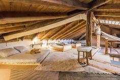Échale un vistazo a este increíble alojamiento de Airbnb: Buhardilla privada para grupos - Bed & Breakfasts en alquiler en Torremocha de Jarama