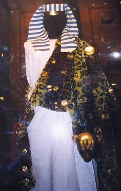 tutankhamuns wardrobe recreated by Swedish textile museum in Borås.