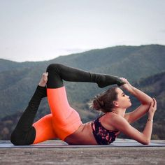 Ribbed yoga leggings are now trending, as they offer a unique look that has yet to hit the main stream market. Fans across the web are absolutely loving them and we wanted to bring them to you so that