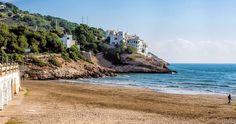 Paso a paso un día más no empequeñecemos nuestra vida la agrandamos gracias a nuestras historias   Aiguadolç Sitges #aiguadolç #sitges #playa #beach #mar #sea