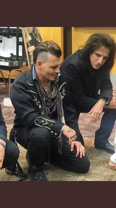 Image may contain: 1 person (that is the sexiest man alive (ie - Johnny Depp)) Johnny Depp, Johnny Was, The Hollywood Vampires, Gellert Grindelwald, Captain Jack Sparrow, Alice Cooper, Best Actor, American Actors, Rock And Roll